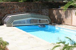 abris de piscine rétracté