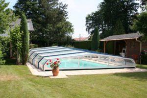 abris de piscine jardin